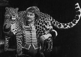 """Rene Strickler mit einem """"seiner"""" Leoparden"""